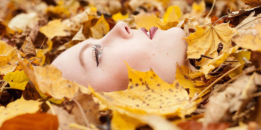 Autumn leafs beauty portrait by Beauty Fotograf München - Kpaou Kondodji