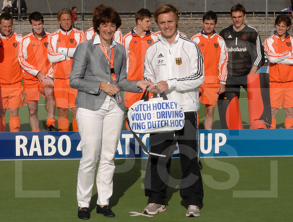 AMSTERDAM - Four Nation cup.Netherlands vs Pakistan.Nerderland wint de 4Nation..foto: ceremonie en team.FFU Press Agency  COPYRIGHT FRANK UIJLENBROEK