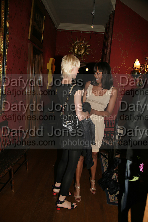 Liuda Bahmat and Naomi Campbell, Party for Jean Pigozzi hosted by Ivor Braka to thank him for the loan exhibition 'Popular Painting' from Kinshasa'  at Tate Modern. Cadogan sq. London. 29 May 2007.  -DO NOT ARCHIVE-© Copyright Photograph by Dafydd Jones. 248 Clapham Rd. London SW9 0PZ. Tel 0207 820 0771. www.dafjones.com.