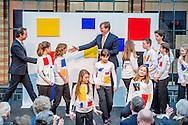 """Willem alexander opent zaterdag 11 februari 2017 de tentoonstelling 'Piet Mondriaan en Bart van der Leck THE HAGUE - The King Willem Alexander opens Saturday, February 11th, 2017 the exhibition 'Piet Mondrian and Bart van der Leck - The invention of a new art' in the Gemeentemuseum. This exhibition, featuring the work of two major artists of De Stijl-centered, is the first in a series of three exhibitions organized by the museum as part of the national theme year """"Mondrian to Dutch Design. 100 year Stijl'.ROBIN UTRECHT DEN HAAG - de Koning Willem alexander opent zaterdag 11 februari 2017 de tentoonstelling 'Piet Mondriaan en Bart van der Leck - De uitvinding van een nieuwe kunst' in het Gemeentemuseum Den Haag. Deze tentoonstelling, die het werk van twee belangrijke schilders van De Stijl centraal stelt, is de eerste in een reeks van drie tentoonstellingen die het museum organiseert in het kader van het landelijke themajaar 'Mondriaan tot Dutch Design. 100 jaar De Stijl'.ROBIN UTRECHT"""