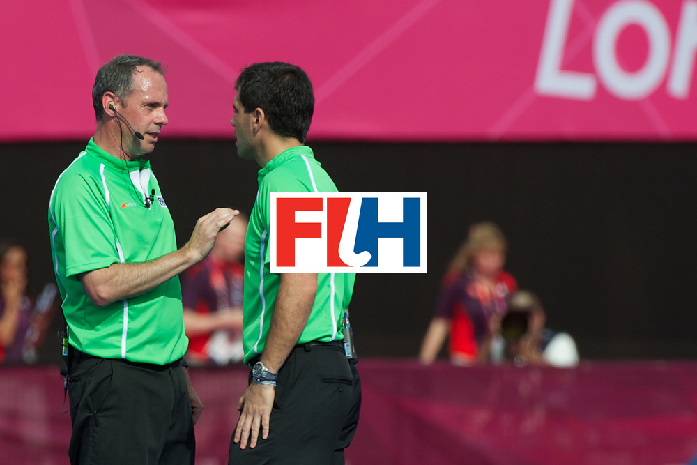 Olympics 2012, hockey, umpires solves their disagreement on a fault, R. van Eert and G. Montes de Oca