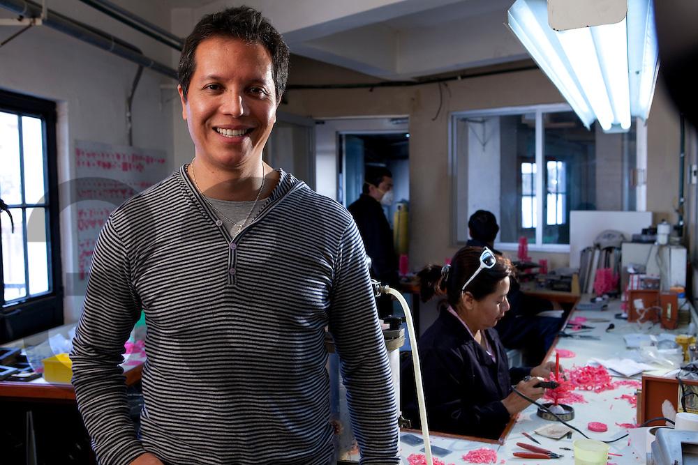 Oscar Figueroa de D'Escorcia. Beneficiario del Centro de Información de Moda para Joyería de Industrias Peñoles.