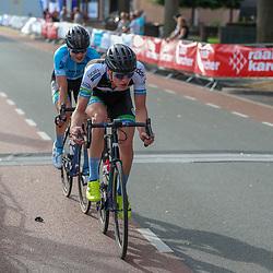 ENTER (NED) wielrennen:  Wedstrijd 2 Viro Criteriumcup was de Johan Pluimers Memorial in klompendorp Enter. Winst voor leider klassement Jelle Wolsink voor Per Wiggers