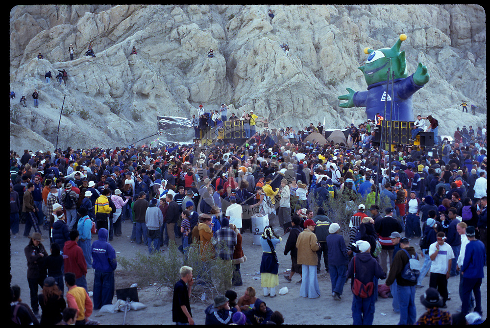 DUNE 4 desert rave, near the California/Arizona border, June 1998.
