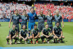 LENS, FRANCE - Thursday, June 16, 2016: Wales' players line up for a team group photograph before the UEFA Euro 2016 Championship Group B match against England at the Stade Bollaert-Delelis. Back row L-R: Hal Robson-Kanu, Ben Davies, goalkeeper Wayne Hennessey, captain Ashley Williams, James Chester, Aaron Ramsey. Front row L-R: Gareth Bale, Joe Allen, Neil Taylor, Chris Gunter, Joe Ledley. (Pic by David Rawcliffe/Propaganda)