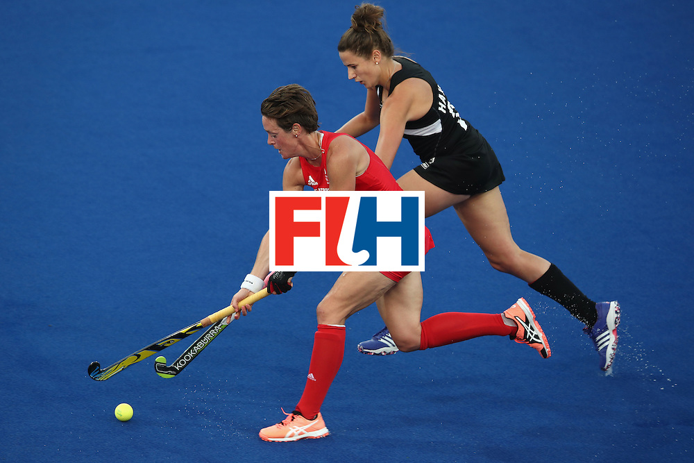 RIO DE JANEIRO, BRAZIL - AUGUST 17:  Hannah Macleod of Great Britain runs the ball forward under pressure from Pippa Hayward of New Zealand during the womens semifinal match between the Great Britain and New Zealand on Day 12 of the Rio 2016 Olympic Games at the Olympic Hockey Centre on August 17, 2016 in Rio de Janeiro, Brazil.  (Photo by Mark Kolbe/Getty Images)