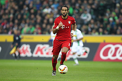 05.12.2015, Stadion im Borussia Park, Moenchengladbach, GER, 1. FBL, Borussia Moenchengladbach vs FC Bayern Muenchen, 15. Runde, im Bild Medhi Benatia (#5, FC Bayern Muenchen), Borussia Moenchengladbach - FC Bayern Muenchen, Fussball, 1. Bundesliga, 05.12.2015, Foto: Deutzmann/Eibner // during the German Bundesliga 15th round match between Borussia Moenchengladbach and FC Bayern Muenchen at the Stadion im Borussia Park in Moenchengladbach, Germany on 2015/12/05. EXPA Pictures © 2015, PhotoCredit: EXPA/ Eibner-Pressefoto/ Deutzmann<br /> <br /> *****ATTENTION - OUT of GER*****