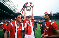 Fotball<br /> England <br /> Foto: Colorsport/Digitalsport<br /> NORWAY ONLY<br /> <br /> Goalscorer Norman Whiteside holds aloft the F.A.Cup after the Manchester United victory over Everton with Frank Stapleton and Bryan Robson. Manchester United 1:0 Everton, F.A.Cup Final 1985.