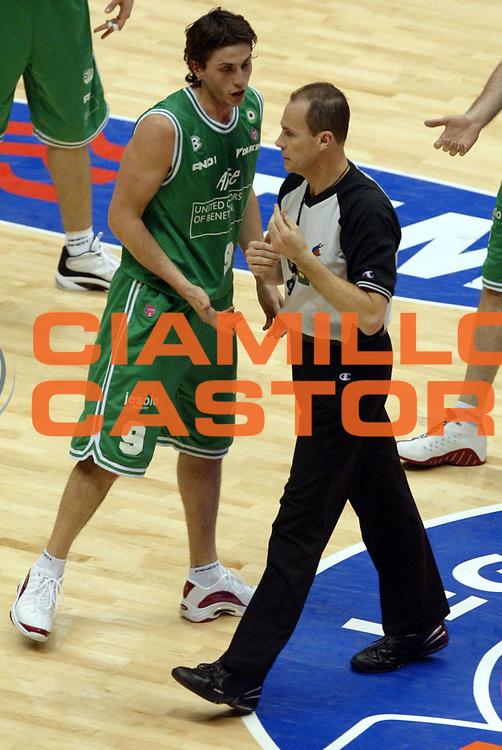 DESCRIZIONE: Forli Lega A1 2005-06 Coppa Italia Tim Cup Carpisa Napoli Benetton Treviso<br />GIOCATORE: Mordente Arbitro<br />SQUADRA: <br />EVENTO: Campionato Lega A1 2005-2006 Coppa Italia Final Eight Tim Cup SemiFinale<br />DATA: 18/02/2006<br />CATEGORIA: Arbitro<br />SPORT: Pallacanestro<br />AUTORE: Agenzia Ciamillo-Castoria/G.Ciamillo