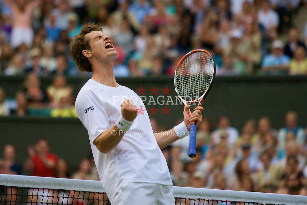 LONDON, ENGLAND - Tuesday, June 24, 2008: Andy Murray (GBR) celebrates after his first round victory day two of the Wimbledon Lawn Tennis Championships at the All England Lawn Tennis and Croquet Club. (Photo by David Rawcliffe/Propaganda)