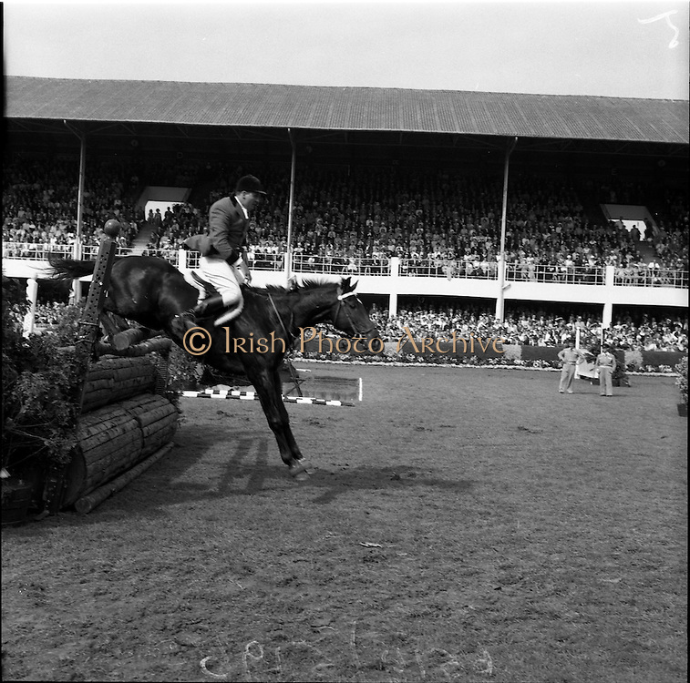 "05/08/1960<br /> 05/08/1960<br /> 05 August 1960<br /> R.D.S Horse Show Dublin (Friday). Aga Khan Trophy. Ernesto HartKopf, (Argentina) on ""Baltasaa""."