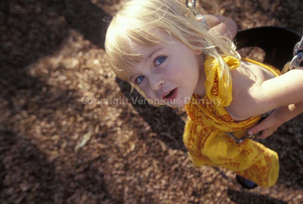 Petite fille de 3 ans...Petite fille de 3 ans.