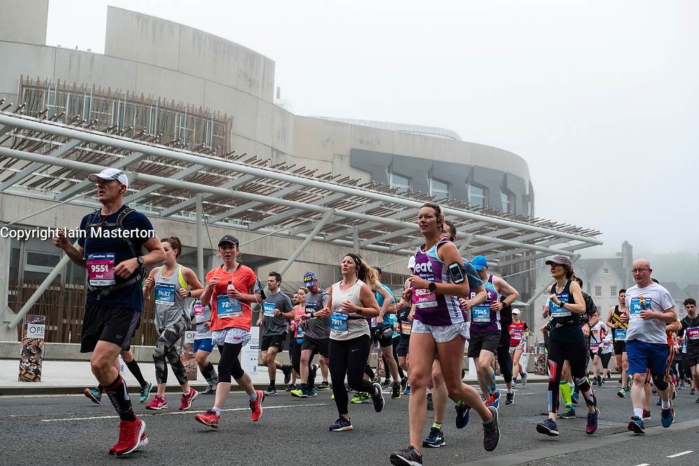Edinburgh, Scotland, UK. 27 May, 2018. Runners in front of  the Scottish Parliament Building at Holyrood during the Edinburgh Marathon 2018