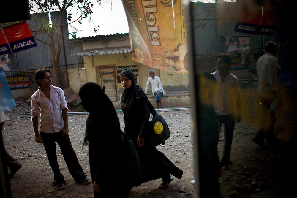 People look in to a DOTS Center as they walk by in the late afternoon.  There is still social stigma attached to having TB in India, and many patients are afraid that their neighbors will find out they have the disease.  Single women fear that if people know they have TB it will be impossible to marry and parents worry how their children would be treated.