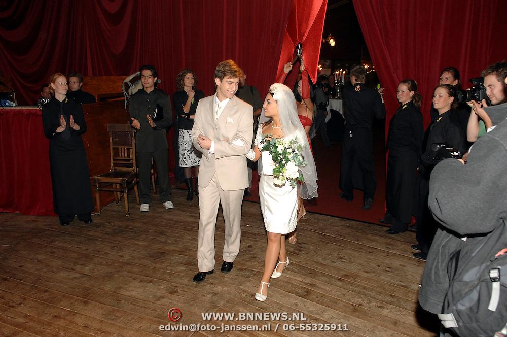 NLD/Amsterdam/20061109 - Premiere Palazzo 2006, bruid en bruidegom