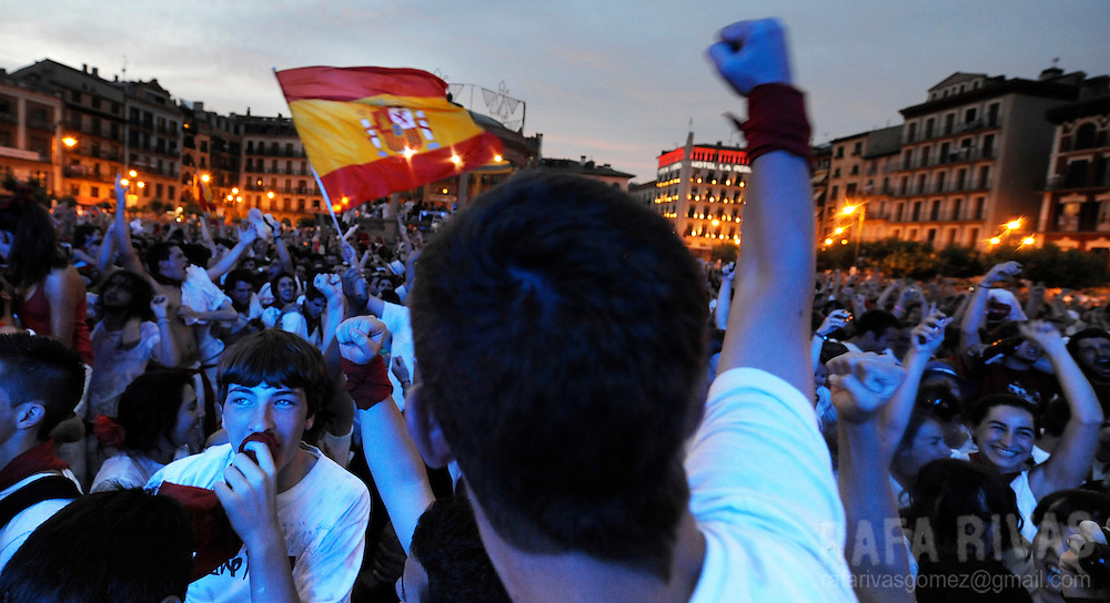 Supporters of the Spanish team celebrate Spain's goal during the World Cup semi-final football match Spain against Germany on July 07, 2010 in Pamplona, North of Spain. PHOTO/RAFA RIVAS