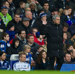 26.01.2014, Stamford Bridge, London, ENG, FA Cup, FC Chelsea vs Stoke City, 4. Runde, im Bild Chelsea's manager Jose Mourinho waves to supporters // during the English FA Cup 4th round match between Chelsea FC and Stoke City FC at the Stamford Bridge in London, Great Britain on 2014/01/26. EXPA Pictures © 2014, PhotoCredit: EXPA/ Propagandaphoto/ David Rawcliffe<br /> <br /> *****ATTENTION - OUT of ENG, GBR*****