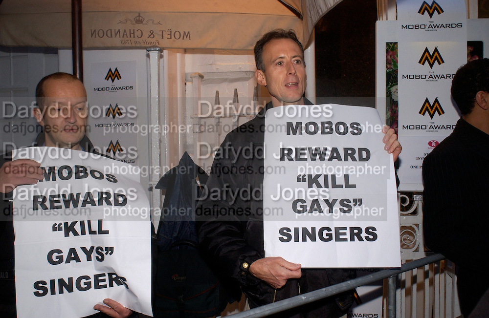 Peter Tatchell campaigning for Gay Rights from Outrage, Nominations launch for the Mobo Awards 2004. Tantra, London. 24 August 2004. SUPPLIED FOR ONE-TIME USE ONLY-DO NOT ARCHIVE. © Copyright Photograph by Dafydd Jones 66 Stockwell Park Rd. London SW9 0DA Tel 020 7733 0108 www.dafjones.com