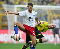 Fotball. 23. oktober 2004, <br /> Bundesliga <br /> Borussia Dortmund - Hamburger SV<br /> v.l. Khalid BOULAHROUZ HSV, Jan KOLLER