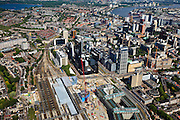 Nederland, Zuid-Holland, Rotterdam, 23-05-2011; Groothandelsgebouw (r, beneden) en in het verlengde daarvan Delftse Poort aan het Weena met het Hofplein . Tegenover Delftse Poort het Manhattan Hotel en De Doelen. Nieuwbouw Centraal Station met nieuwe overkapping voor HSL. Rechts boven de Willemsbrug over de Nieuwe Maas, linksboven de Kralingse Plas..Groothandelsgebouw and the high rise Delftse Poort (multi-business complexes) at the Weena (street with the Hofplein..New construction railway station with new roof for HST. In front of the Delftse Poort the Manhattan Hotel. In front of the Delftse Poort the Manhattan Hotel. The Willemsbrug over the river Nieuwe Maas (t,r).luchtfoto (toeslag), aerial photo (additional fee required).copyright foto/photo Siebe Swart