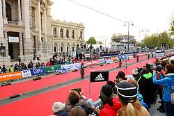 10.04.2016, Wien, AUT, Vienna City Marathon 2016, im Bild Zieleinlauf eines Läufers vor dem Burgtheater // Runners in front of the Hofburgtheater during Vienna City Marathon 2016, Vienna, Austria on 2016/04/10. EXPA Pictures © 2016, PhotoCredit: EXPA/ Sebastian Pucher
