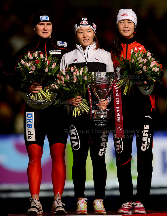 010-03-2013 SCHAATSEN: FINAL ISU WORLD CUP: HEERENVEEN<br /> NED, Speedskating Final World Cup Thialf Heerenveen / (L-R) Jenny Wolf GER, Sang-Hwa Lee KOR en Beixing Wang CHN<br /> &copy;2013-FotoHoogendoorn.nl