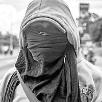 """Retratos de jóvenes venezolanos """"guerreros"""" que participaron en las manifestaciones durante los meses de Abril a Julio del 2017 en Caracas, Venezuela."""