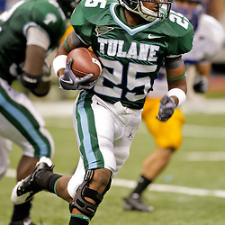 Sep 26, 2009; New Orleans, LA, USA;  Tulane Green Wave running back Albert Williams (25) runs against the McNesse State Cowboys at the Louisiana Superdome. Tulane defeated McNeese State 42-32. Mandatory Credit: Derick E. Hingle-US PRESSWIRE