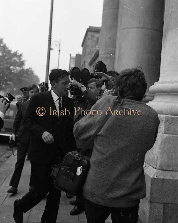 22/9/1970<br /> 9/22/1970<br /> 22 September 1970<br /> <br /> A man Walking into the Four Courts for the Arms Trial