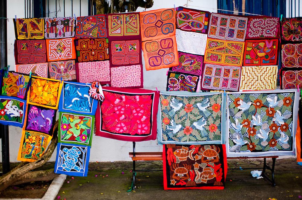 CASCO VIEJO / OLD TOWN - Panama City<br /> Panama 2011<br /> Photography by Aaron Sosa<br /> <br /> El Casco Antiguo o Casco Viejo es el nombre que recibe el sitio adonde fue traslada y vuelta a fundar en 1673 la ciudad de Panam&aacute;. Esta nueva ciudad, trazada de forma reticular hacia los cuatro puntos cardinales, se caracteriz&oacute; por la axialidad de sus calles y p&oacute;stigos, lo cual le vali&oacute; ser considerada un modelo cl&aacute;sico de ciudad indiana. Est&aacute; situada en una peque&ntilde;a pen&iacute;nsula, rodeada de un manto de arrecifes rocosos, dentro del actual corregimiento de San Felipe. En 1997, el Casco Antiguo de Panam&aacute; es incluido en la lista de sitios de Patrimonio de la Humanidad de la UNESCO.<br /> <br /> Casco Viejo (Spanish for Old Town), also known as Casco Antiguo or San Felipe, is the historic district of Panama City. Completed and settled in 1673, it was built following the near-total destruction of the original Panam&aacute; city, Panam&aacute; Viejo in 1671, when the latter was attacked by pirates. It was designated a World Heritage Site in 1997.