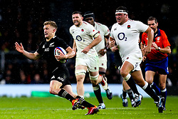 Damian McKenzie of New Zealand - Mandatory by-line: Robbie Stephenson/JMP - 10/11/2018 - RUGBY - Twickenham Stadium - London, England - England v New Zealand - Quilter Internationals
