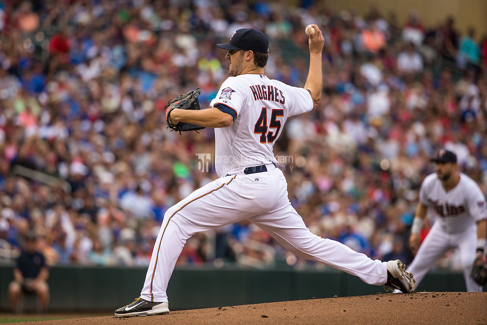 MINNEAPOLIS, MN- JUNE 19: Phil Hughes #45 of the Minnesota Twins pitches against the Chicago Cubs on June 19, 2015 at Target Field in Minneapolis, Minnesota. The Twins defeated the Cubs 7-2. (Photo by Brace Hemmelgarn) *** Local Caption *** Phil Hughes