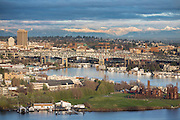 USA, Washington, Seattle, Lake Union, Gasworks Park, Cascade Mountains