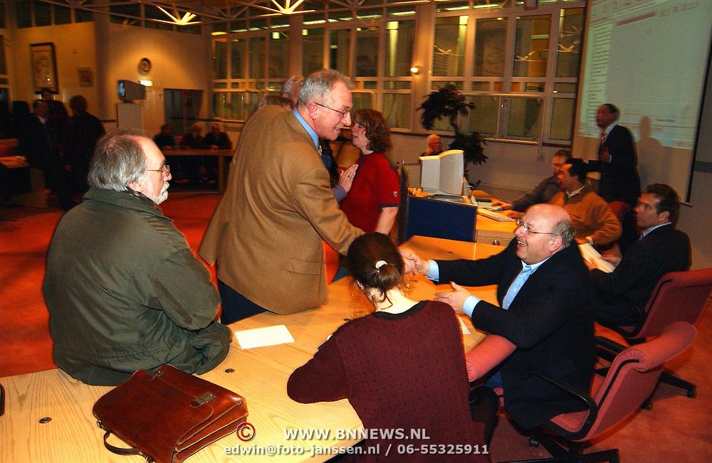 Stemmen Landelijke verkiezingen 2003, uitslagen, felicitatie Jaap Kos aan winnaar PVDA