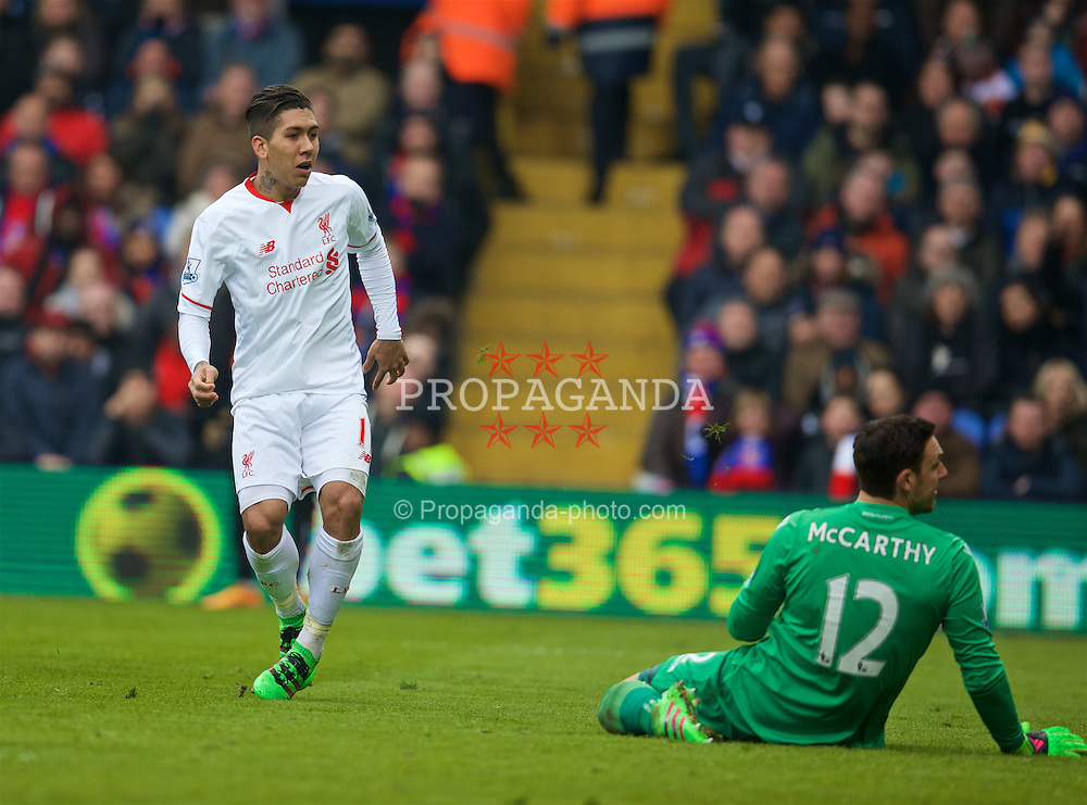 LONDON, ENGLAND - Sunday, March 6, 2016: Liverpool's Roberto Firmino scores the equalising goal against Crystal Palace to level the score at 1-1 during the Premier League match at Selhurst Park. (Pic by David Rawcliffe/Propaganda)