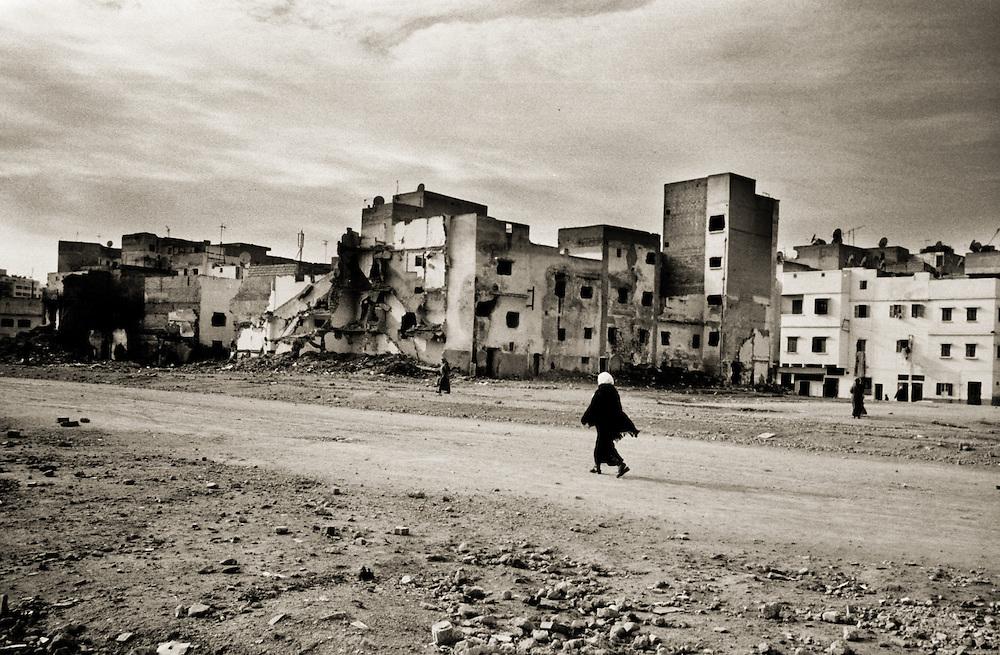 Casablanca- Maroc- Morocco 2006- woman walking towards the medina