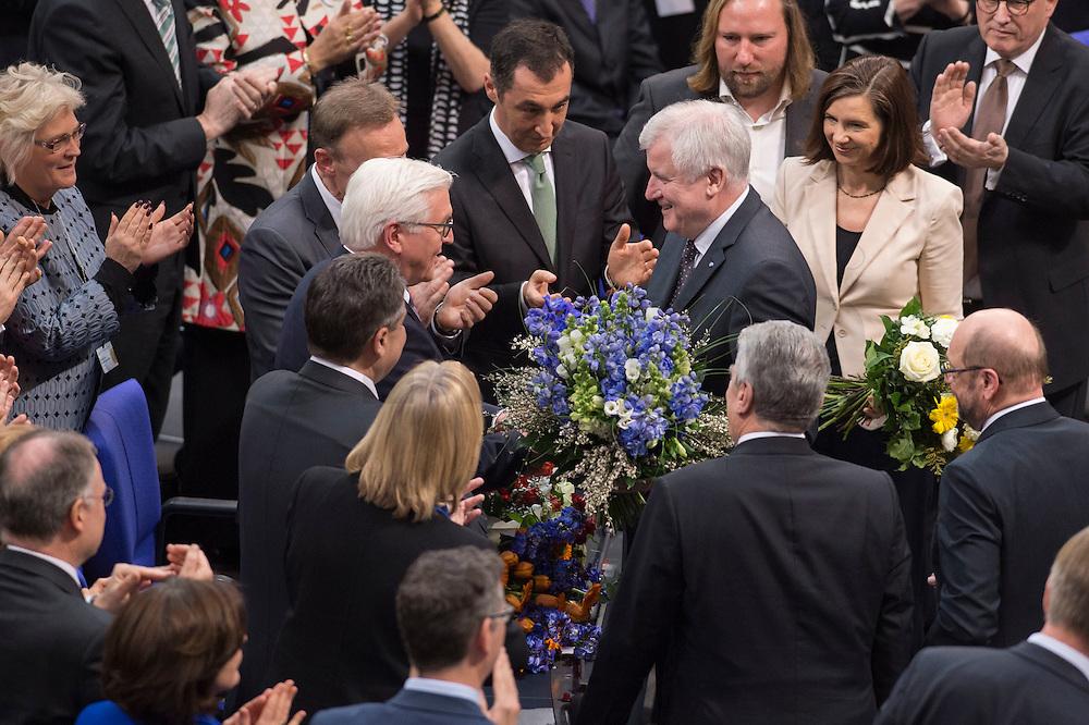 12 FEB 2017, BERLIN/GERMANY:<br /> Frank-Walter Steinmeier (M-L), neu gew&auml;hlter Bundespraesident, und Horst Seehofer (M-R), CSU, Ministerpraesident Bayern, Gratulationen nach Steinmeiers Wahl zum Bundespraesident, 16. Bundesversammlung zur Wahl des Bundespraesidenten, Reichstagsgebaeude, Deutscher Bundestag<br /> IMAGE: 20170212-02-126<br /> KEYWORDS; Bundespraesidentenwahl, Bundespr&auml;sidetenwahl, gratuliert, Blumen,