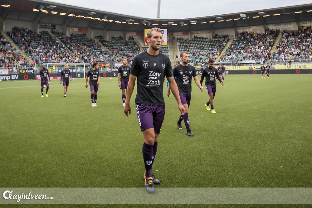 DEN HAAG - ADO Den Haag - FC Utrecht , Voetbal , Seizoen 2017/2018 , Eredivisie , Cars Jeans Stadion , 11-08-2017 , Spelers van FC Utrecht zijn er klaar voor met FC Utrecht speler Willem Janssen voorop gaan ze zich klaar maken voor de wedstrijd