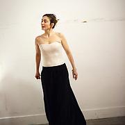 Essayages de Julie Gayet pour 7 Robes, créations de Delphine Josse - mars 2013
