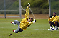 Photo: Chris Ratcliffe.<br />Arsenal Training Session. UEFA Champions League. 18/04/2006.<br />Jens Lehmann makes a diving save during training.