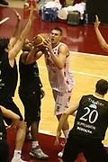 DESCRIZIONE : Milano Lega A1 2006-07 Armani Jeans Milano VidiVici Virtus Bologna<br /> GIOCATORE : Gallinari<br /> SQUADRA : Armani Jeans Milano<br /> EVENTO : Campionato Lega A1 2006-2007 <br /> GARA : Armani Jeans Milano VidiVici Virtus Bologna<br /> DATA : 07/04/2007 <br /> CATEGORIA : Sequenza Tecnica<br /> SPORT : Pallacanestro <br /> AUTORE : Agenzia Ciamillo-Castoria/G.Ciamillo