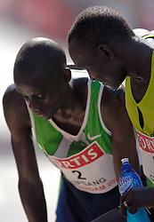 15-04-2007 ATLETIEK: FORTIS MARATHON: ROTTERDAM<br /> In Rotterdam werd zondag de 27e editie van de Marathon gehouden. De marathon werd rond de klok van 2 stilgelegd wegens de hitte en het grote aantal uitvallers / Joshua Chelanga en William Kipsang<br /> ©2007-WWW.FOTOHOOGENDOORN.NL