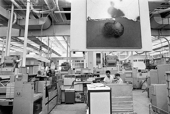Nederland, Zevenaar, 15-6-1986 Peter Stuyvesant Collectie in de British American Tobacco fabriek.Foto: Flip Franssen/Hollandse Hoogte