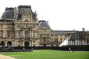 Frankrijk, Parijs, 28-3-2010Het Louvre met de pyramide van glas. Exterieur.Foto: Flip Franssen/Hollandse Hoogte
