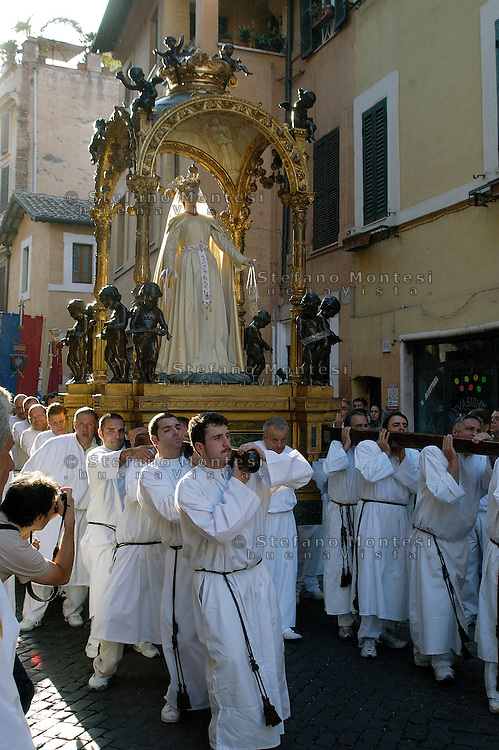 "Roma Luglio 2008.Venerabile Arciconfraternita  del SS.mo Sacramento e di Maria Ss. del Carmine In Trastevere a Roma fondata nell' anno 1539. I Solenni Festeggiamenti e la processione in onore della.Madonna del Carmine detta ""de' Noantri"". .The Solemn Celebrations and processions in honor of.Madonna del Carmine said ""de 'Noantri"". .http://www.arciconfraternitadelcarmine.it/"