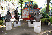 Statue of Johnny Jordaan and Tante Leen on the Johnny Jordaanplein at the Elandsgracht in the Jordaan district<br />