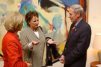 04 JUL 2003, BERLIN/GERMANY:<br /> Marsha Ann Coats (L), Ehefrau des Botschafters, Brigitte Zypries (M), SPD, Bundesjustizministerin, und Daniel R. Coats (R), Botschafter der Vereinigten Staaten von Amerika  in Deutschland, Begruessung zur Feier anl. des Unabhaengigkeitstages des Vereinigten Staaten, dem Independence Day, American Academy<br /> IMAGE: 20030704-02-007<br /> KEYWORDS:  4th of July celebration, USA, Handshake, Begrüßung<br /> Unabhängigkeitstag