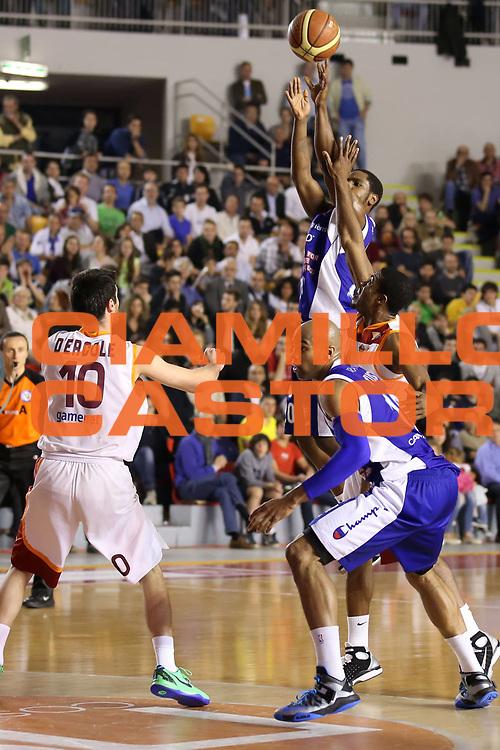 DESCRIZIONE : Roma Lega A 2012-2013 Acea Roma Lenovo Cant&ugrave; playoff semifinale gara 1<br /> GIOCATORE : Joe Ragland<br /> CATEGORIA : tiro<br /> SQUADRA : Lenovo Cant&ugrave;<br /> EVENTO : Campionato Lega A 2012-2013 playoff semifinale gara 1<br /> GARA : Acea Roma Lenovo Cant&ugrave;<br /> DATA : 24/05/2013<br /> SPORT : Pallacanestro <br /> AUTORE : Agenzia Ciamillo-Castoria/ElioCastoria<br /> Galleria : Lega Basket A 2012-2013  <br /> Fotonotizia : Roma Lega A 2012-2013 Acea Roma Lenovo Cant&ugrave; playoff semifinale gara 1<br /> Predefinita :