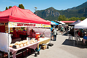Summer business on Cleveland Ave.  May 27, 2017.  Photo by David Buzzard/For The Squamish Chief.
