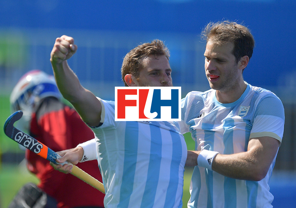 Argentina's Lucas Vila (C) celebrates with teammates after scoring a goal during the men's field hockey Argentina vs Netherlands match of the Rio 2016 Olympics Games at the Olympic Hockey Centre in Rio de Janeiro on August, 6 2016. / AFP / Carl DE SOUZA        (Photo credit should read CARL DE SOUZA/AFP/Getty Images)